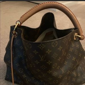 Louis Vuitton Artsy Monogram MM